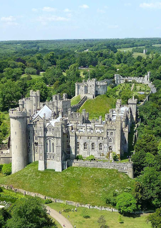 Arundel: vista aérea do castelo-fortaleza e palácio.