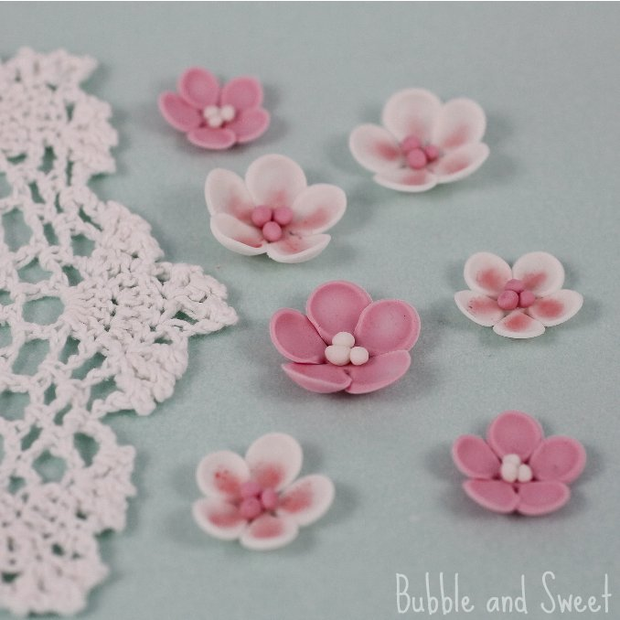 Bubble and sweet how to make simple sugar blossoms flowers from fondant how to make simple sugar blossoms flowers from fondant mightylinksfo