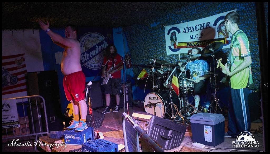 Girly scream : Sandra Conne & Some Bass shit : Hellmoumout Lotti & Drum sticks : Pastis Bertrand & Guitar Tee-shirt : Stromerde @Wallifornian Degeneration, Metal Corporation Fest 2015 - METAL, MCP Apache, Fontaine-L'Évêque, Belgique 29/08/2015