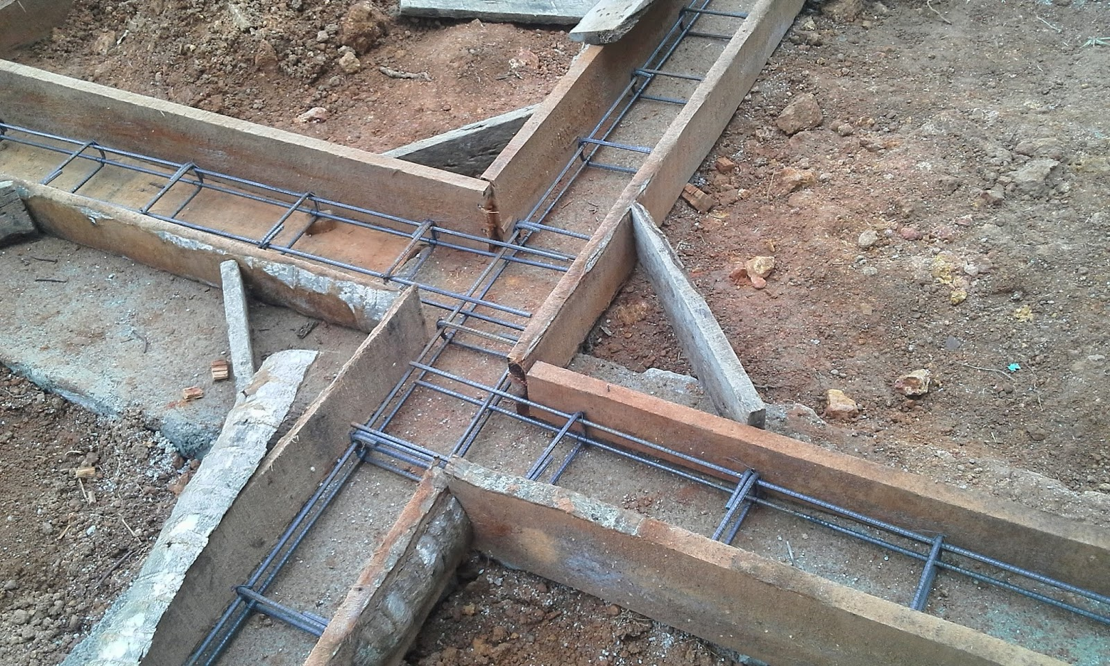 Kerala house construction tips 4 belt concrete for How to build a concrete block wall foundation
