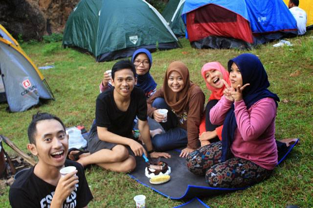 Camping atau piknik