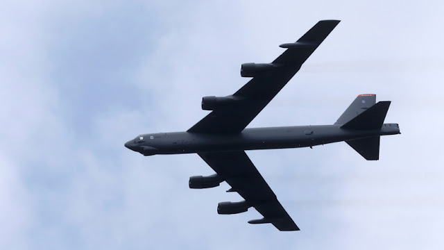 Un B-52 estadounidense llega a una base aérea de Catar en medio del deterioro de las relaciones con Irán