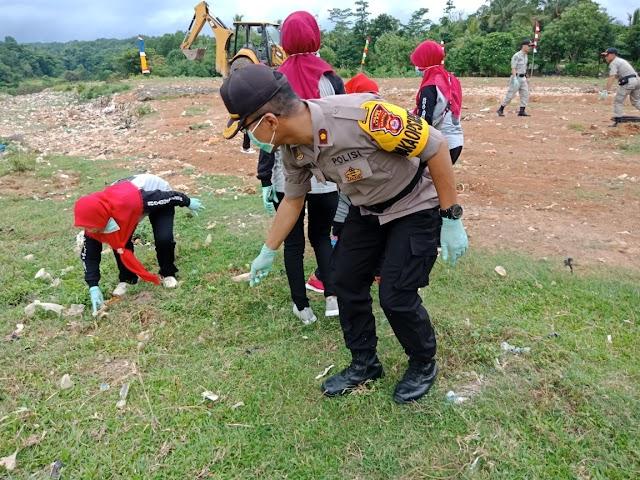 PHSN : Kompol Wendy Turun Langsung Pungut Sampah Bersama Warga Lebak