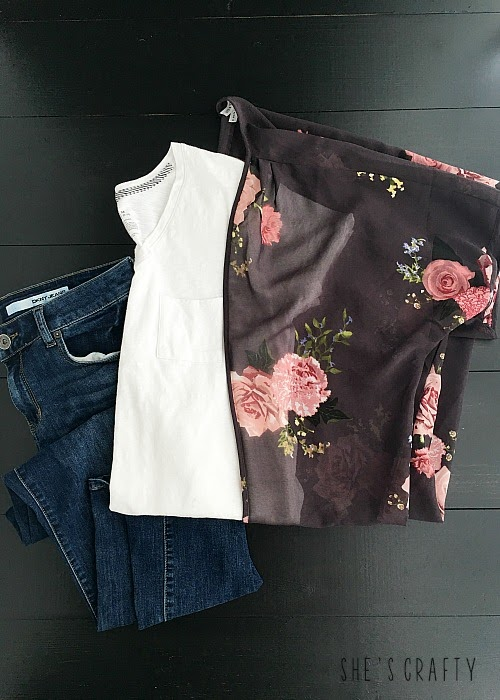 How to style clothes for moms with Pinterest - Outfits for moms - how to style a floral kimono