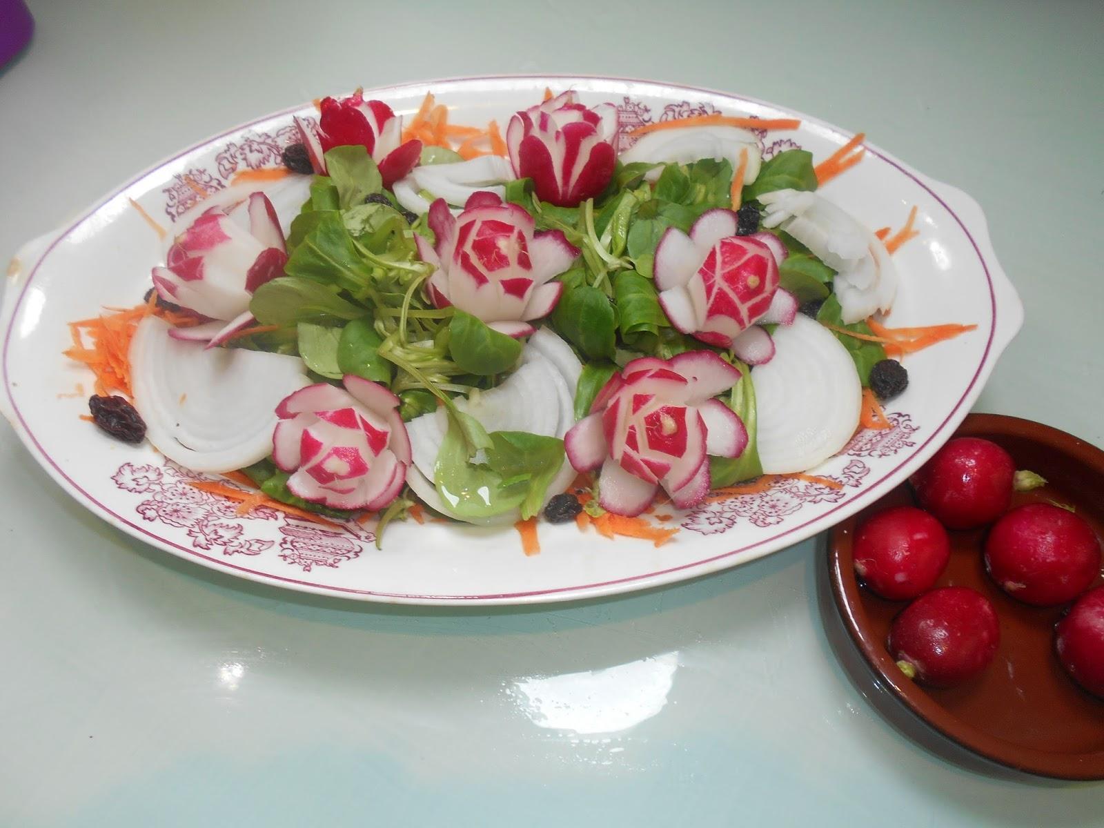 Los trucos de julieta decorando ensaladas con flores de for Decoracion de ensaladas
