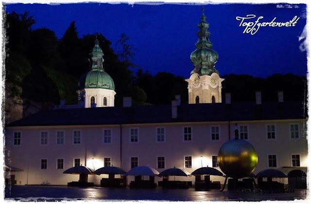 Kapitelplatz mit Blick auf Stift Sankt Peter am Abend