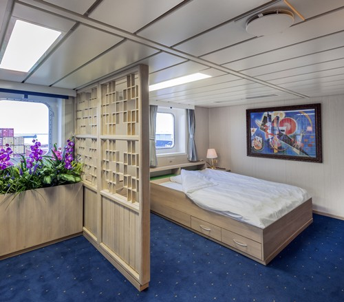 Emma maersk crew quarters space