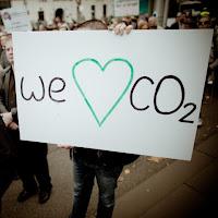 Manifestation contre la taxe carbone australienne : mettre en place une taxe pigouvienne est politiquement difficile car elle fait toujours des perdants.