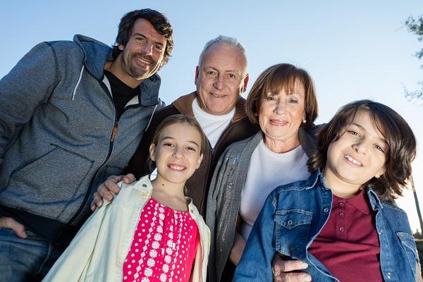 familia con los adultos mayores