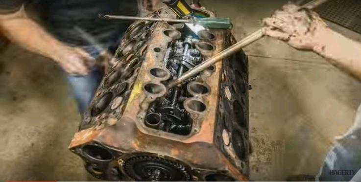 Động cơ Ford Flathead V8 đã tồn tại gần 100 năm nay đã rất cũ