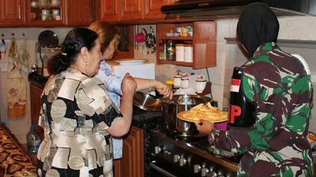 Salat di Depan Gambar Yesus, Foto 3 Prajurit TNI ini Ramai Jadi Omongan