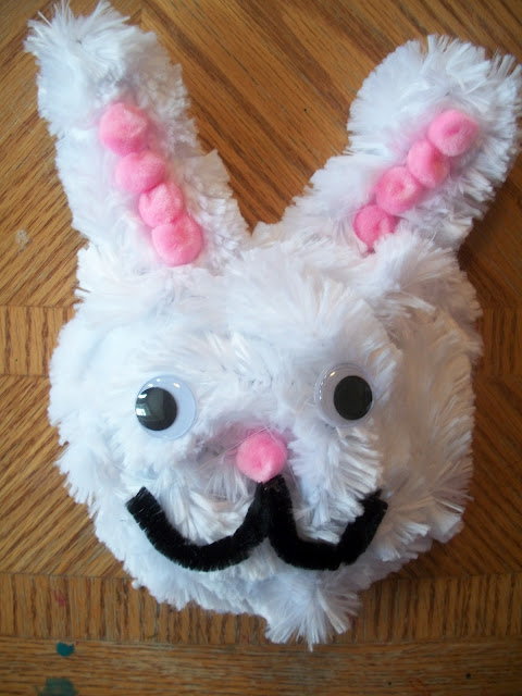 How to make a bunny craft out of extra large pipe cleaners