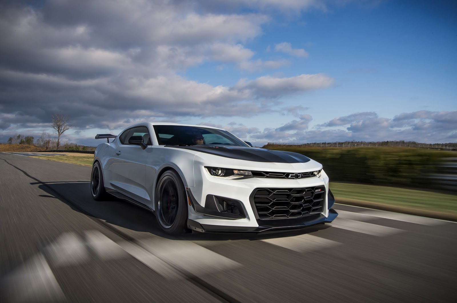 chevrolet camaro snatches sales crown from mustang. Black Bedroom Furniture Sets. Home Design Ideas