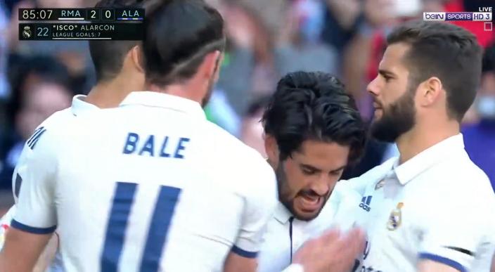 بالفيديو : ريال مدريد يواصل الصدارة بعد فوزة على ديبورتيفو ألافيس بثلاثية نظيفة