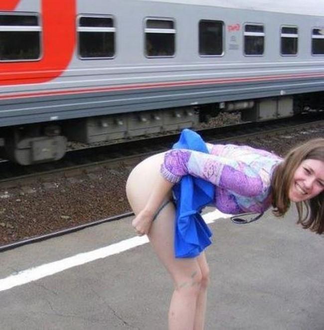Mulheres engraçadas fazendo bizarrices
