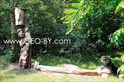 Деревянная статуя бортника(пчеловода)