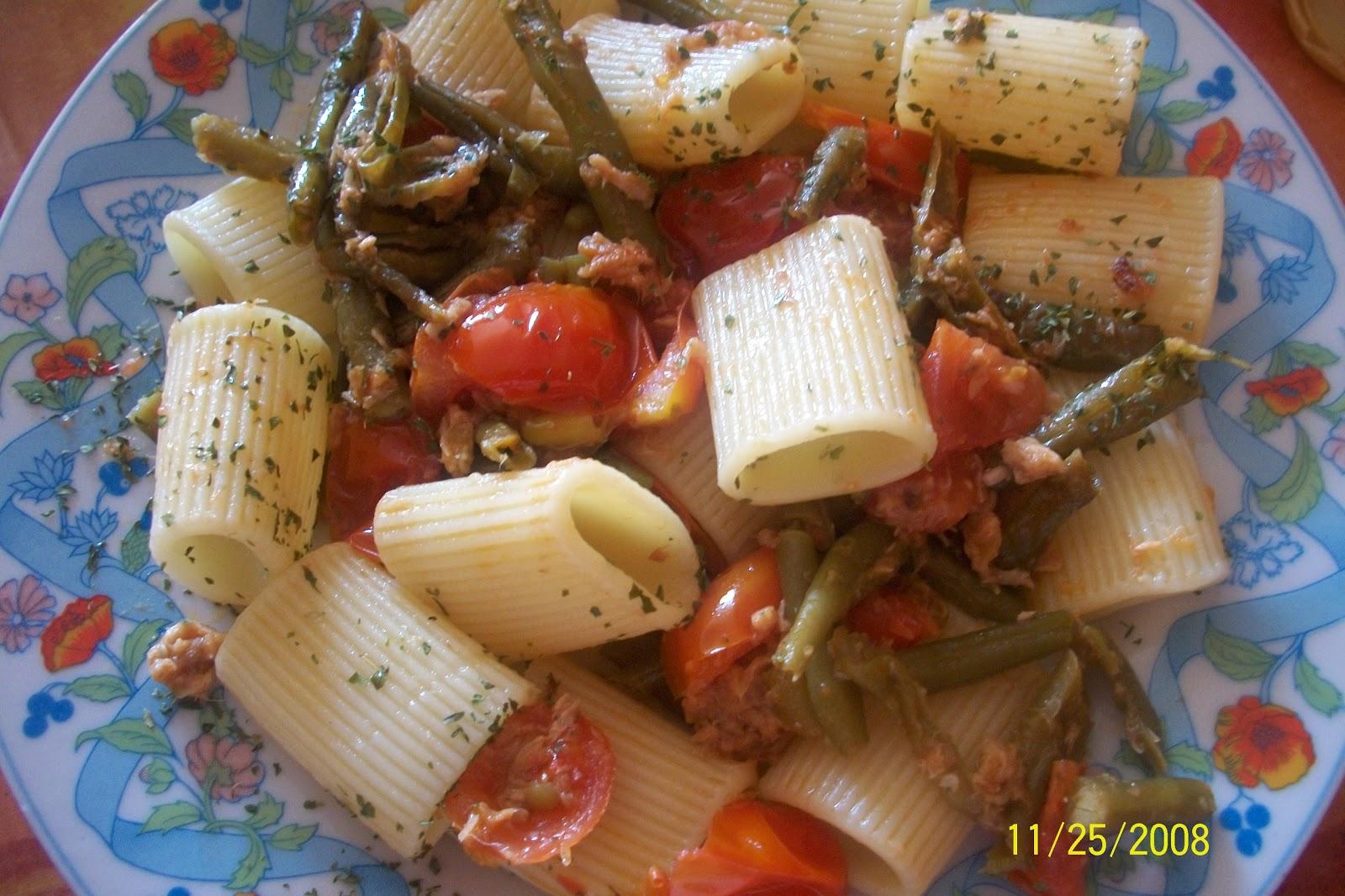 Pasta con fagiolini pomodorini e tonno