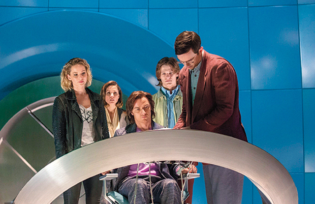 Jennifer Lawrence, Rose Byrne, James Mcavoy, Lucas Till şi Nicholas Hoult în X-Men: Apocalypse