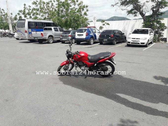 Fato inusitado: Mulher tem motocicleta apreendida em Blitz e tenta incendiá-la no pátio do Detran de Sobral