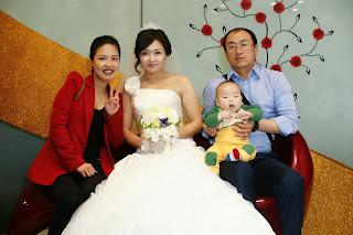 Korean bride before the wedding ceremony having photos - Korean family