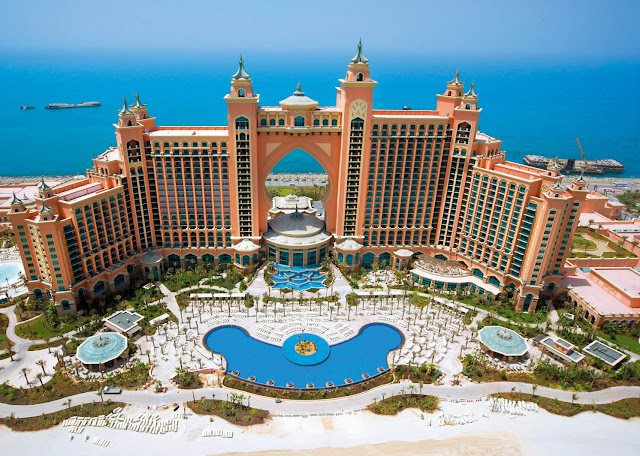 With a stay at Atlantis The Palm in Dubai (Palm Jumeirah), you'll be minutes from Aquaventure. This 5-star hotel is within the vicinity of Ski Dubai and Mall of the Emirates.