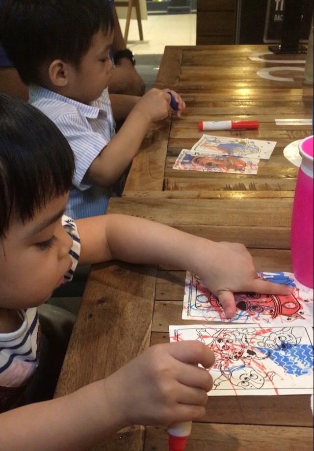 help toddler sit still through dinner