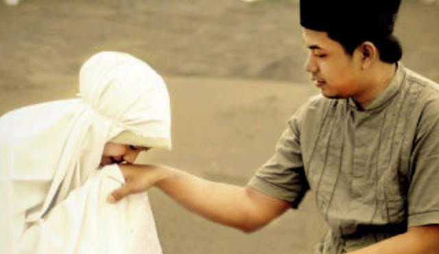 Wahai Istri.. Lekatkan 5 Sifat Ini, Insya Allah Rezeki Suami Tidak Berhenti Mengalir
