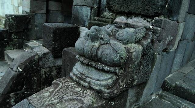 Ukiran Patung Pintu Gerbang Istana Ratu Boko Balqis Jogjakarta