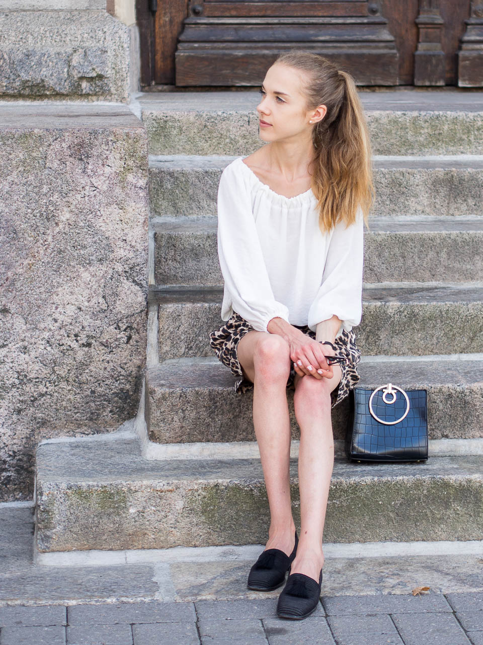 leopard-shorts-fashion-blogger-outfit