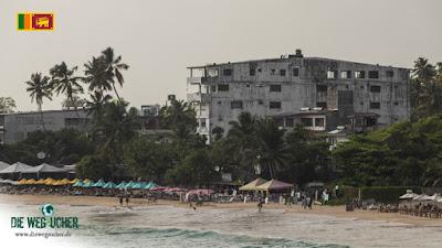 Mirissa Beach, ein gruseliges und hässliches, dreckiges Hotel versaut den Strand
