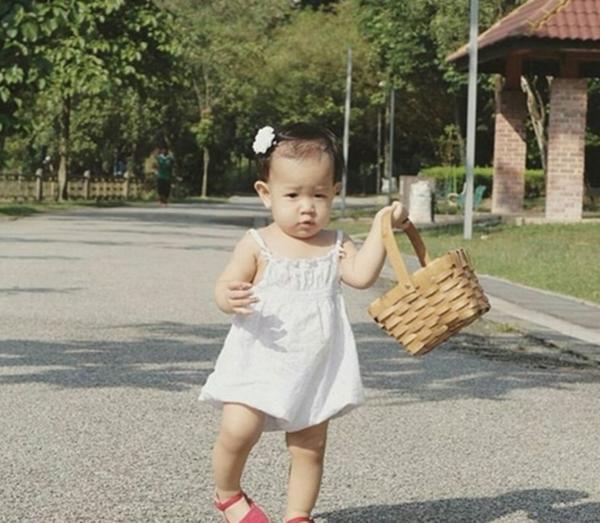 Gambar Terkini Anak Ally Iskandar Yang Comel, Dah Macam Orang Korea!