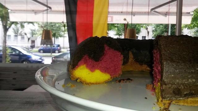 Weltmeister Kuchen 2014 in schwarz-rot-gold