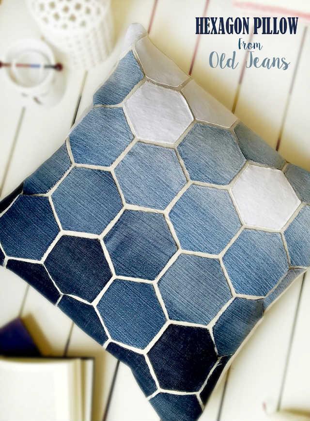 cojín de hexágonos hecho con retales de tela vaquera