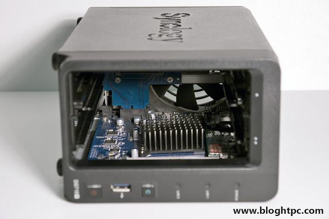 Interior Synology DiskStation DS718+