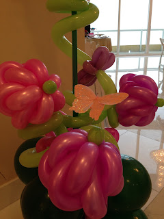 Tropical themed party decoration with balloons decoration