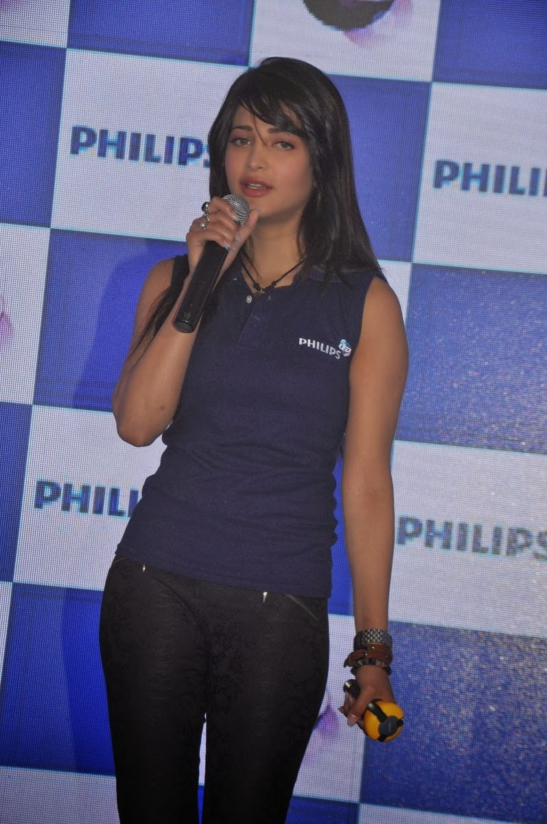 Lovely Shruti haasan photos in blue top at philips led light launch