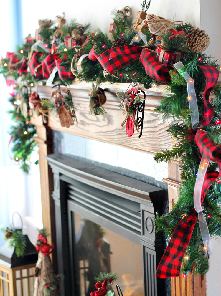 Follow these step-by-step instructions to make a gorgeous, professional-looking Christmas garland to decorate your home for the holidays this year.