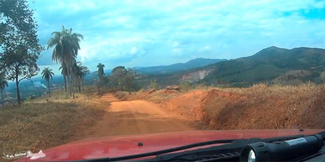 Saindo do Sítio Arqueológico Pedra Pintada, rumo a Cocais, pela Estrada Real