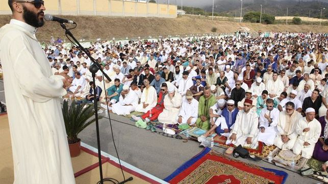 Islam Espa 209 A Miles De Musulmanes Comparten La Oraci 243 N Del border=