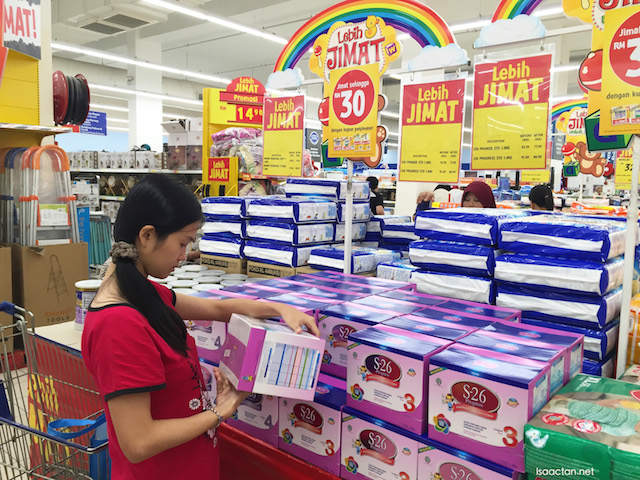 Janice checking out the expiry date for the S26 Promise Stage 3 milk powder (NP: RM93, now going for RM79.90)