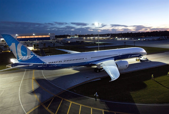 Boeing 787-10 Dreamliner Evening Roll Out