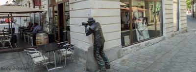 تمثال الرجل المصور في مدينة براتيسلافيا في سلوفاكيا