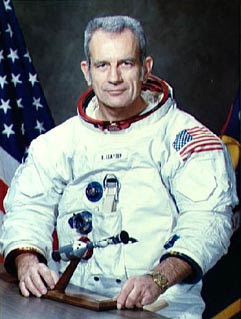 Astronaut Donald Slayton has told an interview that he saw UFOs.