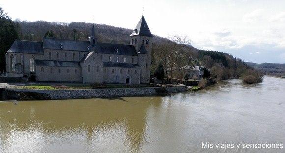 Iglesia de Saint Hadelin de Hastiére, Valonia, Bélgica