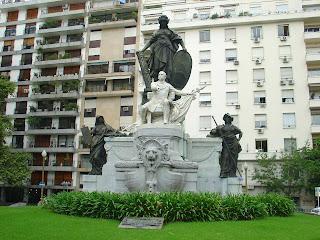 Buenos Aires: O Bigodudo Carlo Pelegrini Aparece Sentado