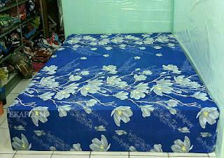 Kasur inoac motif Bunga alya biru
