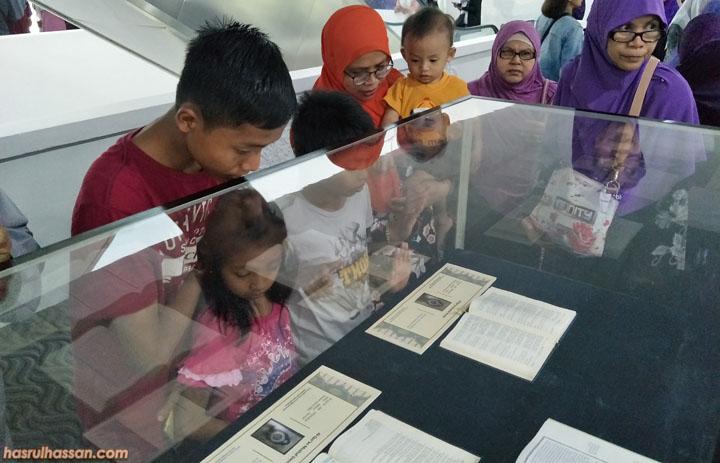 Ruang pameran dalam Nasyrul Quran Putrajaya