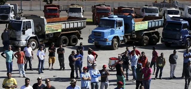 Caminhoneiros ameaçam fazer nova paralisação, diz jornal