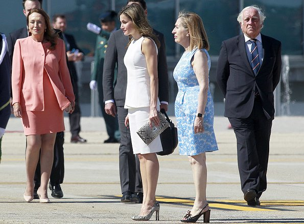 Queen Letizia wore MAGRIT snake printed pumps. Queen Letizia HUGO BOSS Sunglasses visit UK Queen Elizabeth