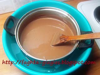 Μπισκοτογλυκό με μους σοκολάτας χωρίς αυγά - από «Τα φαγητά της γιαγιάς»